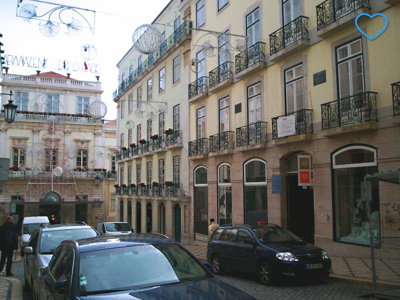 Foto de uma rua no bairro do Chiado.