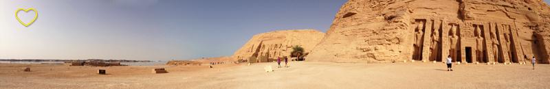 O Lago Nasser, o Templo de Nefertari e o Templo de Ramsés.