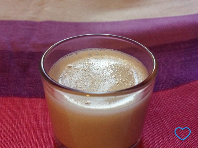 Foto de um copo com Horchata.
