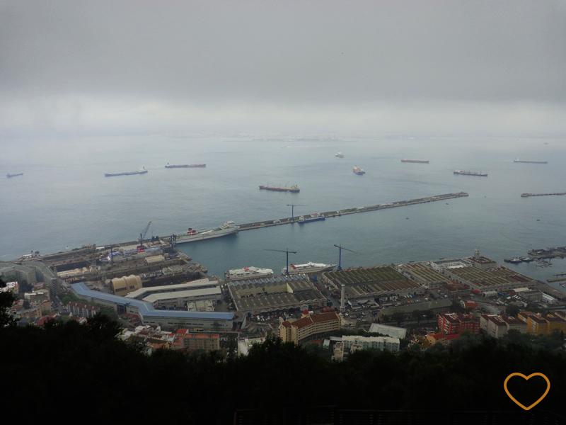 Foto desde o rochedo, em direção à África. Mas não dá para ver o continente vizinho devido às nuvens.