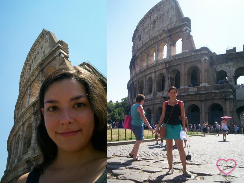 Duas fotos, uma ao lado da outra. Na primeira estou eu em uma autofoto, só o rosto, e parte do Coliseo atrás. Na segunda, estou de corpo inteiro e o Coliseo atrás e outros turistas.