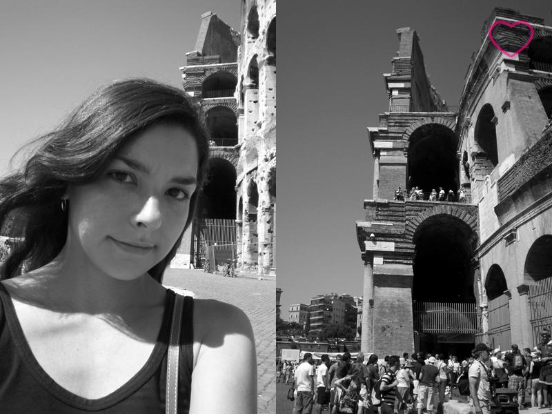 Duas fotos, lado a lado. A primeira sou eu em uma autofoto, em preto em branco, com parte do Coliseo atrás. A segunda é uma parte do Coliseo e seus visitantes, também em preto e branco.