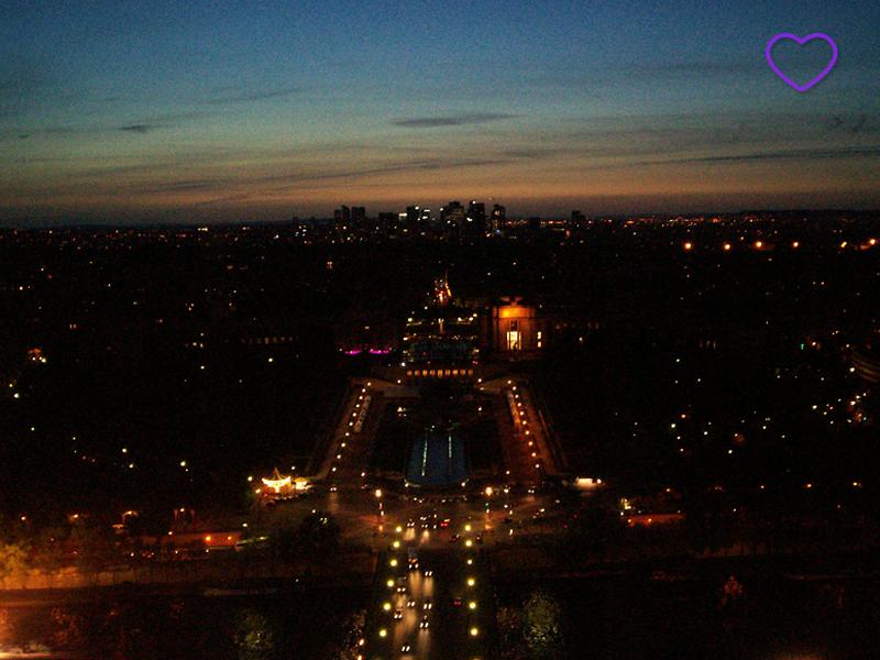 Vista de Paris ao anoitecer, do alto da Torre Eiffel.