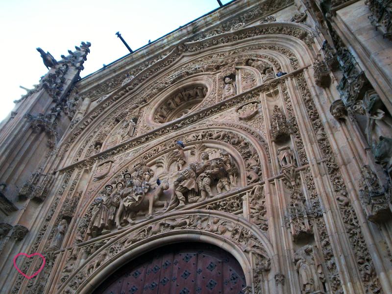 Nesta foto aparece um pouco mais da fachada da Catedral Nueva.