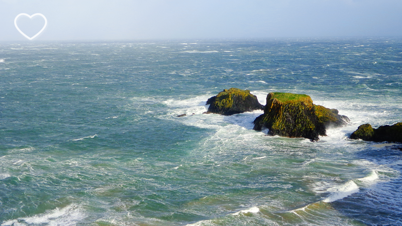 Ilhotas e o mar azulzinho.
