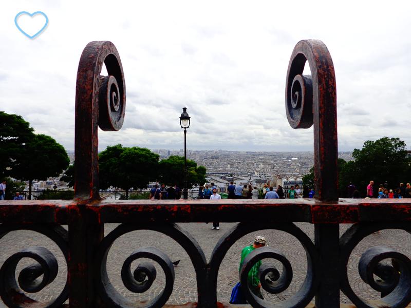 Vista de Paris de um dos lances da escadaria.