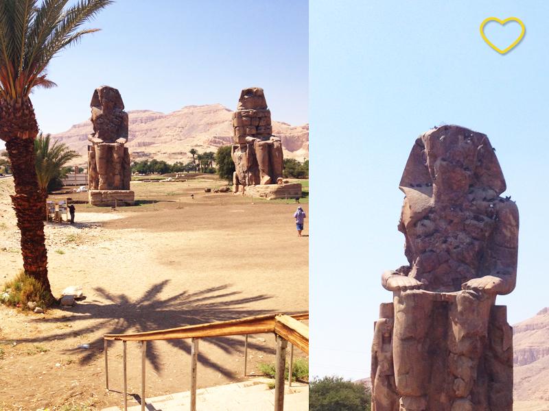 Duas fotos. Uma mostra os dois Colossos e uma tamareira. A outra é um detalhe dos furos e as pombas no Colosso.