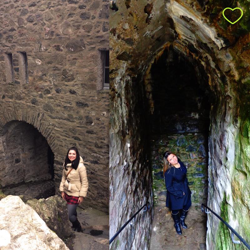 Fotos de Carol e eu no pátio interno do castelo.