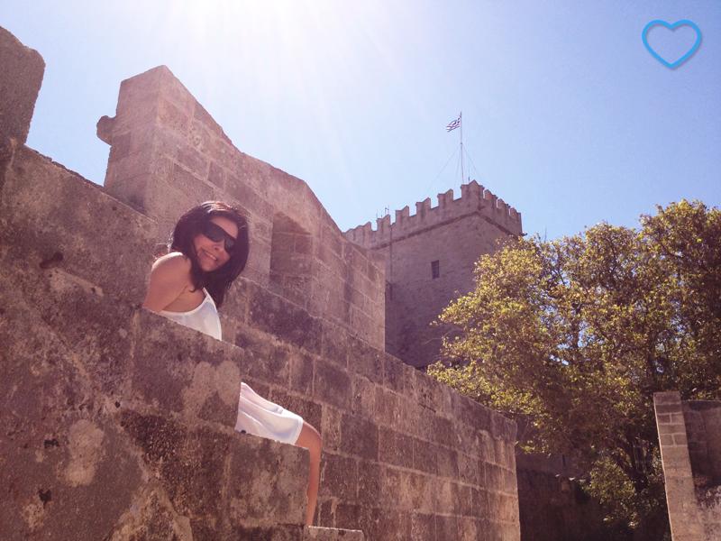 Eu numa escada do castelo.
