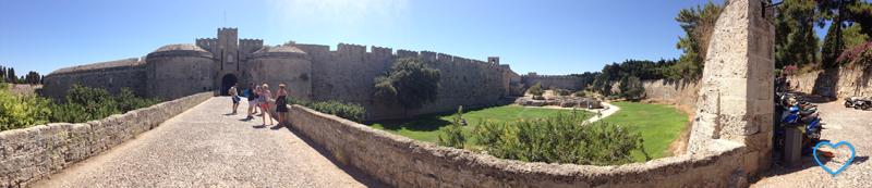 """Uma """"panorâmica"""" em frente ao castelo."""